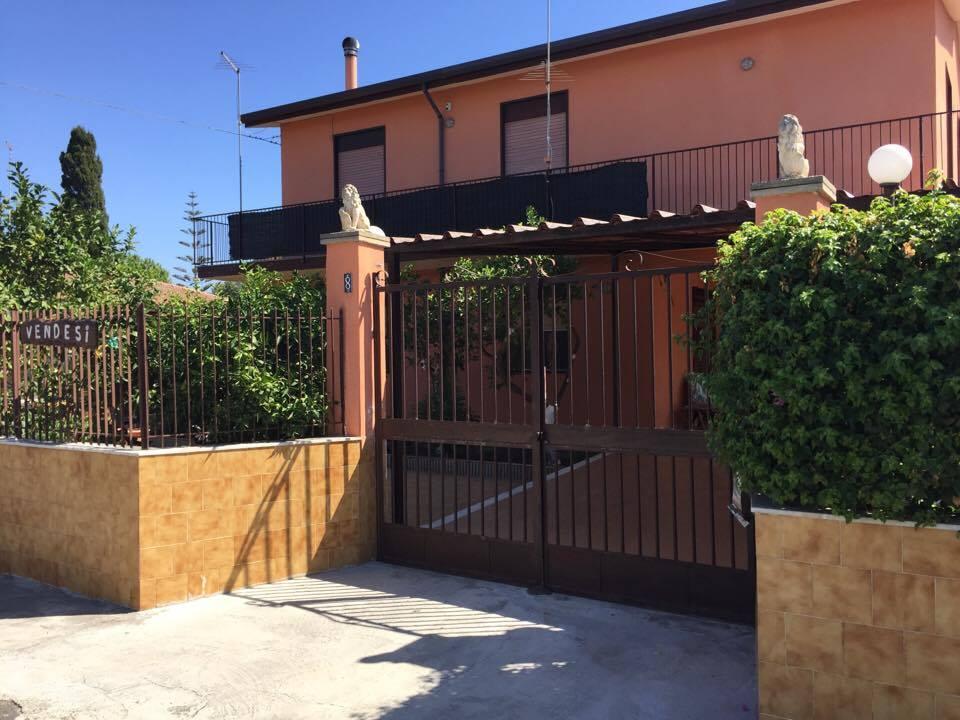 Spaziosa villa con cortile a Vaccarizzo