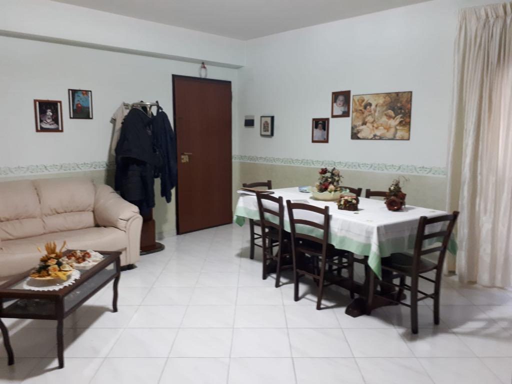 Comodo appartamento con garage e cortile