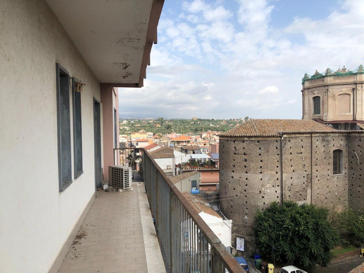 Grande appartamento angolare pressi chiesa San Nicolò